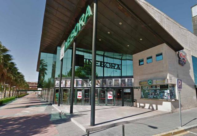 Ramos negocia con Enrique Cerezo la adquisición de Cinébora para ubicar la Escuela de Música de Talavera