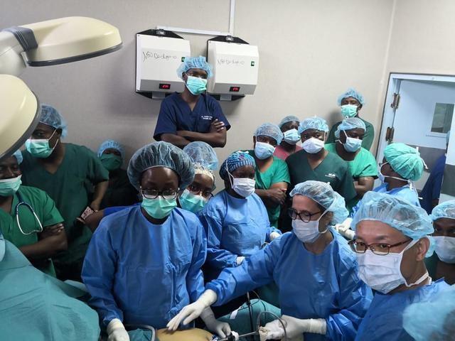 La jefa del Servicio de Cirugía General del Hospital de Talavera, ponente en un curso de cirugía en Mozambique