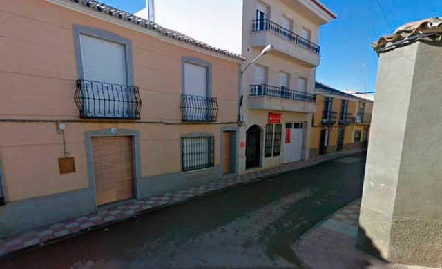 Herido grave en Torrenueva al ser atropellado por su hijo