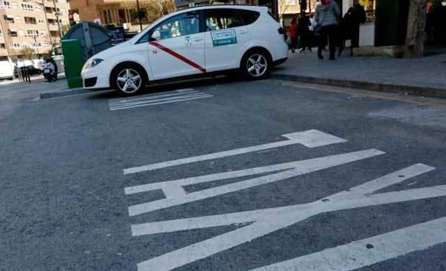 Detenida una mujer por atracar con unas tijeras a un taxista