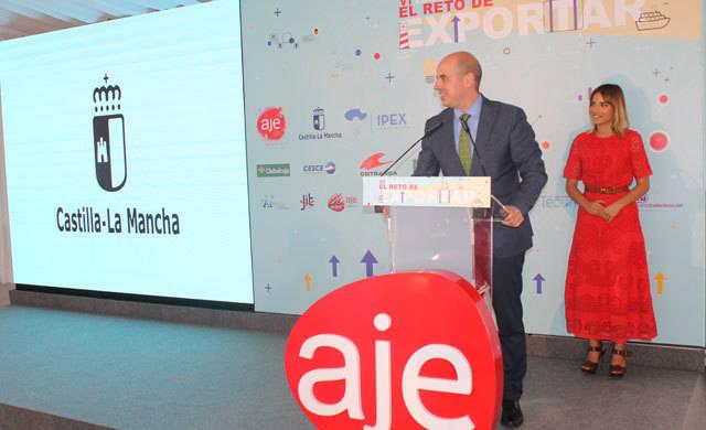 CLM avanza una línea de préstamos a la internacionalización