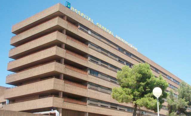 Tres menores ingresados por un brote de una contagiosa bacteria en un colegio de Albacete