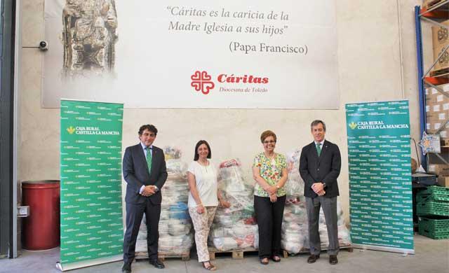 Caja Rural CLM dona a Cáritas 1.500 kilos de alimentos de su 'Desafío