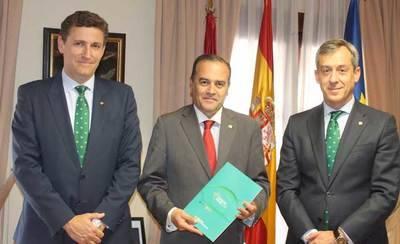 El delegado del Gobierno recibe la Memoria Anual de Caja Rural CLM