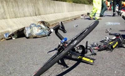 Muere un hombre de 70 años tras la caída de un grupo de ciclistas