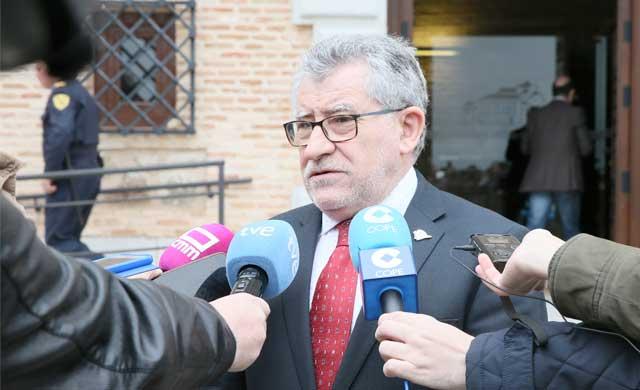 CLM dice que el decreto de Educación para convocar oposiciones llega tarde