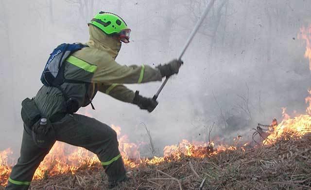 36 personas trabajan en las labores de extinción del fuego de Villar de Humo