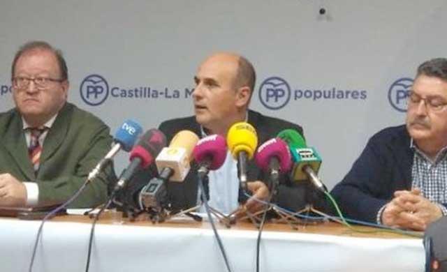 Medina recula y no pide la suspensión del Congreso del PP CLM