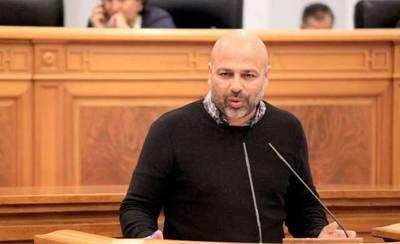 Molina insiste en debatir con Page en televisión e invita también al PP