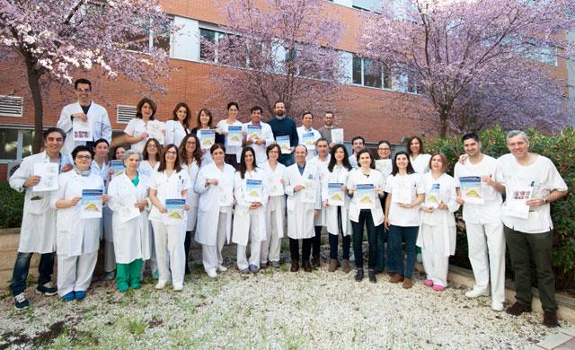 Oftalmólogos de CLM participan la enciclopedia mundial sobre la cirugía de cataratas