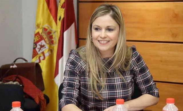 García-Page recuerda a Elena De la Cruz, 'Adiós Elena, un abrazo eterno'