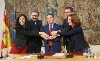 Page firma con la Fundación Amancio Ortega para adquirir equipamiento tecnológico contra el cáncer