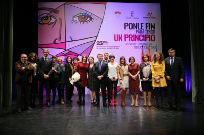 "CLM concederá a partir de 2018 ayudas de 4.000 euros a los menores huérfanos de madre por ""asesinato de género"""