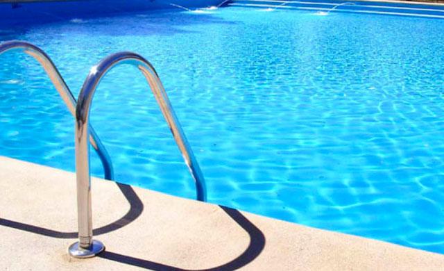Rescatan un niño de 3 años que cayó a una piscina privada en Casarrubios del Monte
