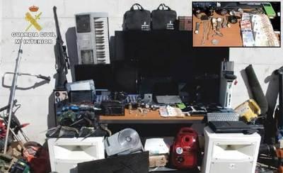 Desarticulan un punto de venta de droga y recuperan artículos robados