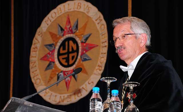 Alejandro Tiana, reelegido rector de la UNED, toma posesión de su cargo