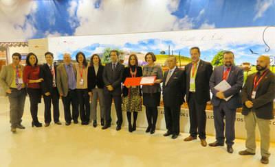 Castilla-La Mancha recibe el premio como mejor stand de FITUR