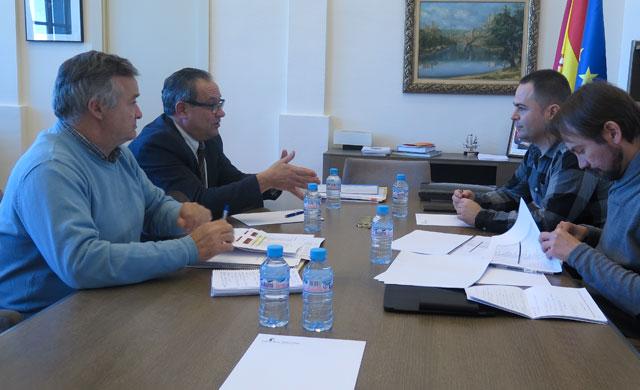 Gobierno y Podemos estudian los presupuestos de 2017
