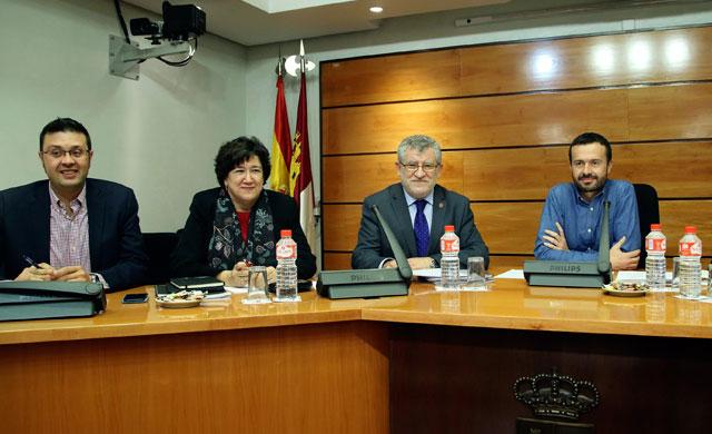 CLM creará un servicio de formación del profesorado en cada provincia
