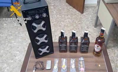 Detenidos por robar bebidas alcohólicas, relojes y material informático