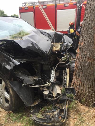 Coche colisionado contra un árbol en Ciudad Real | EMERGENCIAS CIUDAD REAL