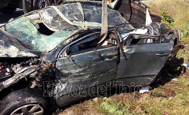 Así quedó el turismo del accidente de esta mañana en Madrigal de la Vera