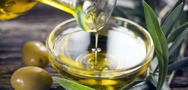 Denuncian la caída del precio del aceite de oliva a los productores mientras sube al consumidor