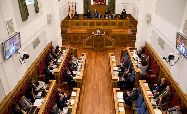 Las Cortes piden ampliar la ley contra la violencia de género