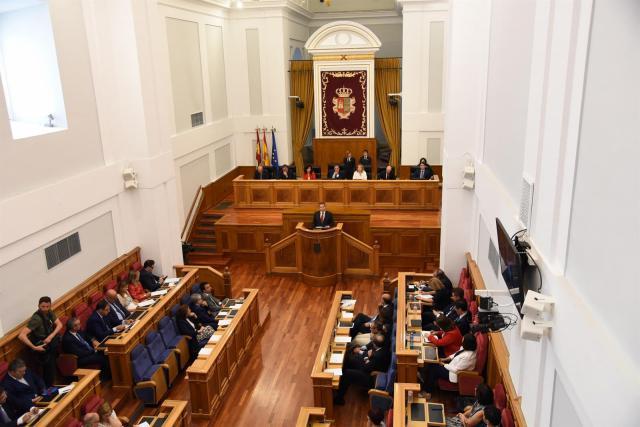 PSOE y PP quieren suprimir la limitación de dos mandatos del presidente de CLM
