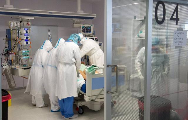 Los hospitalizados en UCI bajan a niveles de abril