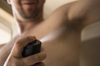 SANIDAD | Retirados del mercado varios lotes de un desodorante que contenía una bacteria infecciosa