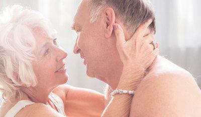 Cuatro consejos para disfrutar de una vida sexual placentera durante la menopausia