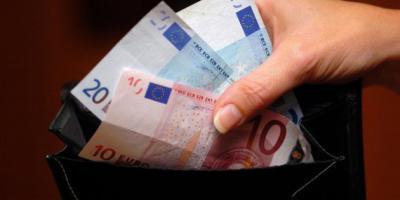 Una persona encuentra casi dos mil euros en la calle y los entrega en la Comisaría