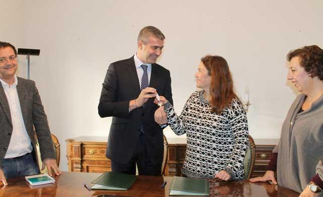 Diputación entrega dos pisos a las familias de niños con cáncer