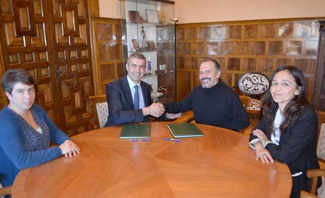Diputación firma un convenio con la ONG Movimiento por la Paz