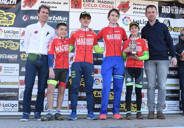 ,Nuevo podio para Javier, tercero por la izquierda.