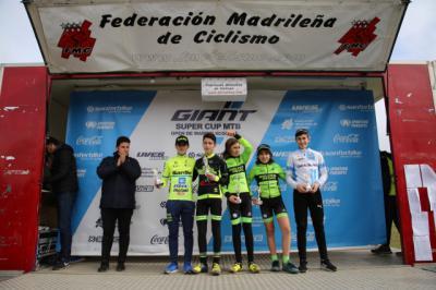Javier, primero de la izquierda, sigue intratable.