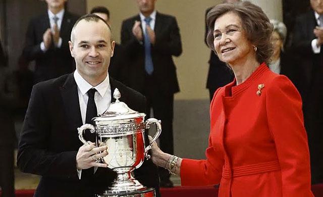 Iniesta recibe el Premio Nacional del Deporte