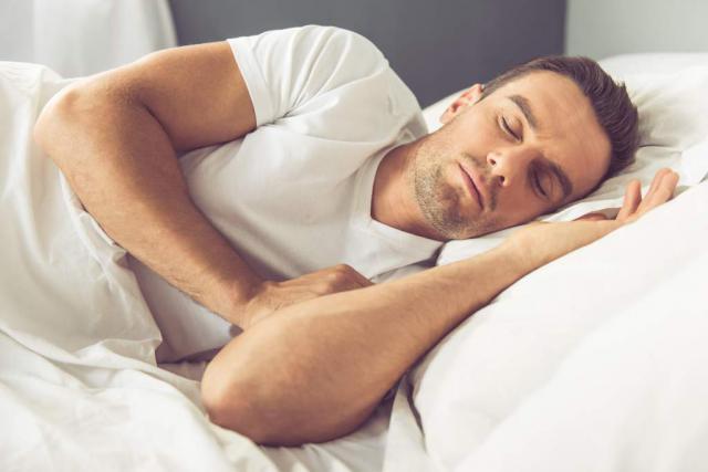 Las claves alimenticias para dormir mejor durante los días de verano