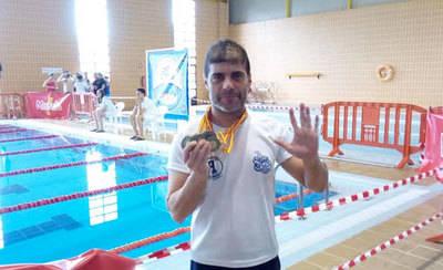 Gustavo Aguado del Aqüis Talavera se trae 5 medallas del master de Murcia