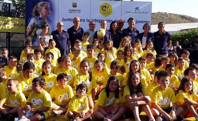Andrés Iniesta inaugura la Cruyff Court en Fuentealbilla