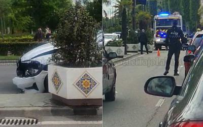 ACCIDENTE   Se lleva por delante tres maceteros en una avenida de Talavera