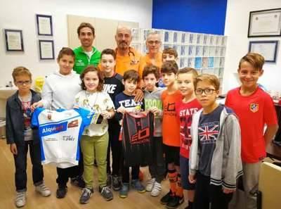 Los equipos de fútbol base de Ébora Formación y la Escuela de Ciclismo 'David Arroyo' pasan reconocimiento médico antes del inicio de la competición