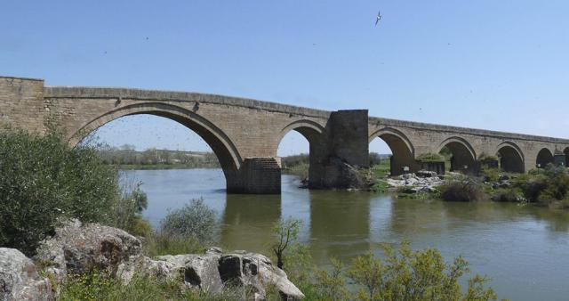 CLM renuncia a declarar BIC el puente del arzobispo Pedro Tenorio