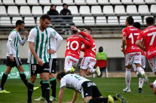 El CF Talavera escapa del descenso directo