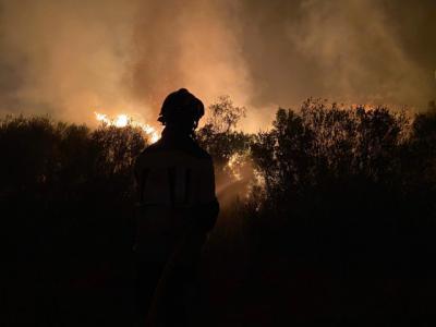 La Sierra de Gredos arde en una noche infernal