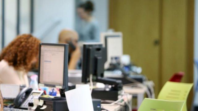 Los empleados públicos de CLM empiezan a recibir la subida salarial del 2,25%