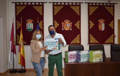 """Entrega de libros para el colegio """"Ribera del Guadyerbas"""""""
