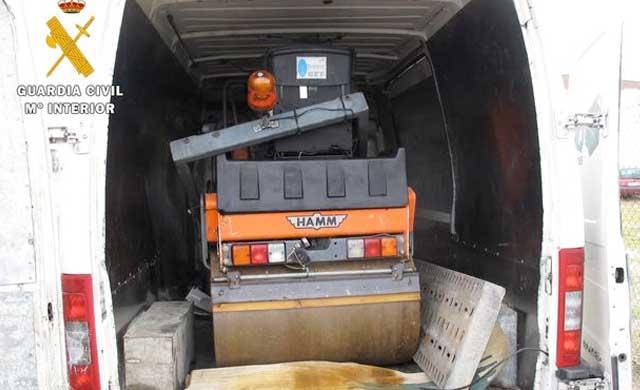 Tres detenidos por robar una máquina apisonadora de 2.500 kilos en Escalona