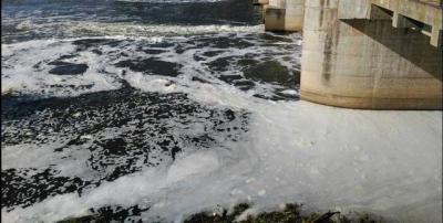 La CHT achaca las espumas a su paso por Toledo a las instalaciones hidroeléctricas